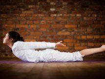 Макарасана (Поза Крокодила) в йоге: техника, значение и польза