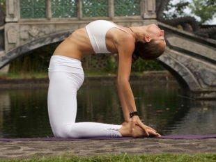 Уштрасана (Поза Верблюда) в йоге: техника, значение и польза