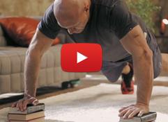 Видео: глубокие отжимания (руки на подставках)
