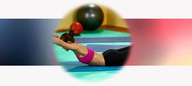 Упражнение «Супермен» для спины и позвоночника, ягодиц и пресса