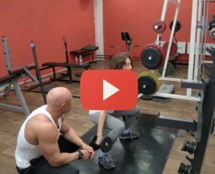 Видео: приседания с гантелями