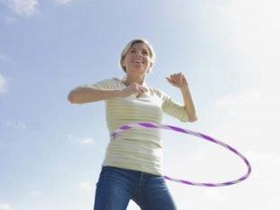 Помогает ли обруч похудеть и избавиться от живота: сколько и как крутить хулахуп