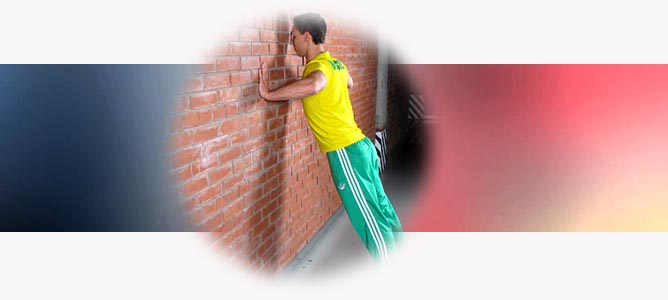 Отжимания от стены для рук и грудных мышц: техника выполнения от А до Я