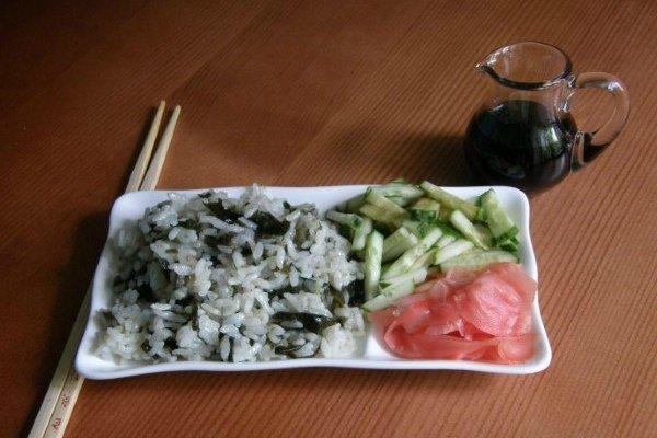 Морская водоросль с рисовой крупой