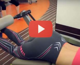 Видео: Сгибание ног лежа в тренажере