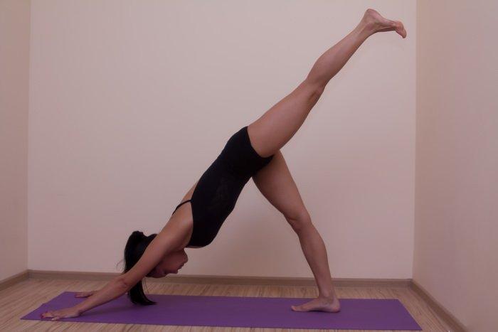 Адхо Мукха Шванасана (Поза Собака Мордой Вниз) в йоге