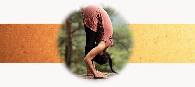 Уттанасана: разбираем наклон вперед стоя от А до Я