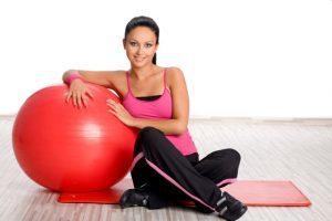Как выбрать фитбол (гимнастический мяч) : по размеру, росту и своим целям