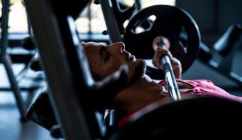 Как увеличить вес в жиме лежа: практическое руководство, программа тренировок